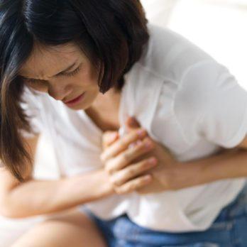 Douleurs dans la poitrine: crise cardiaque ou crise d'angoisse?