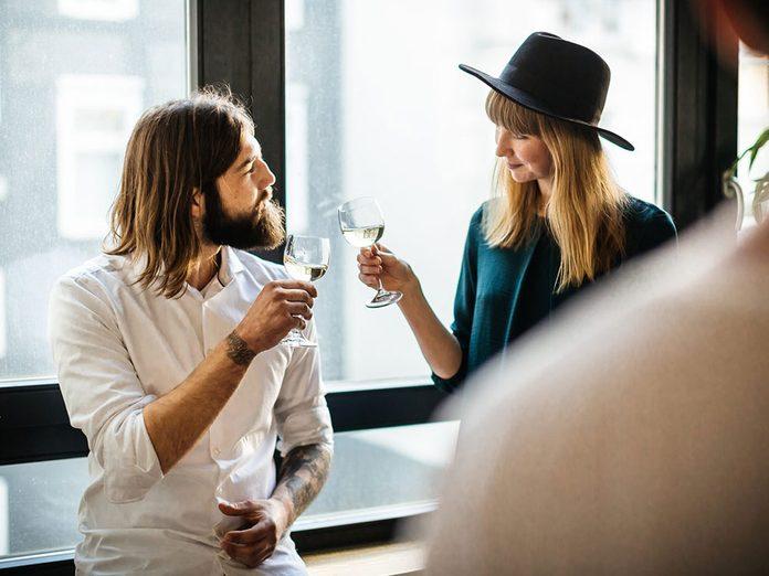 Pour capter l'attention et engager la conversation, faites un compliment.
