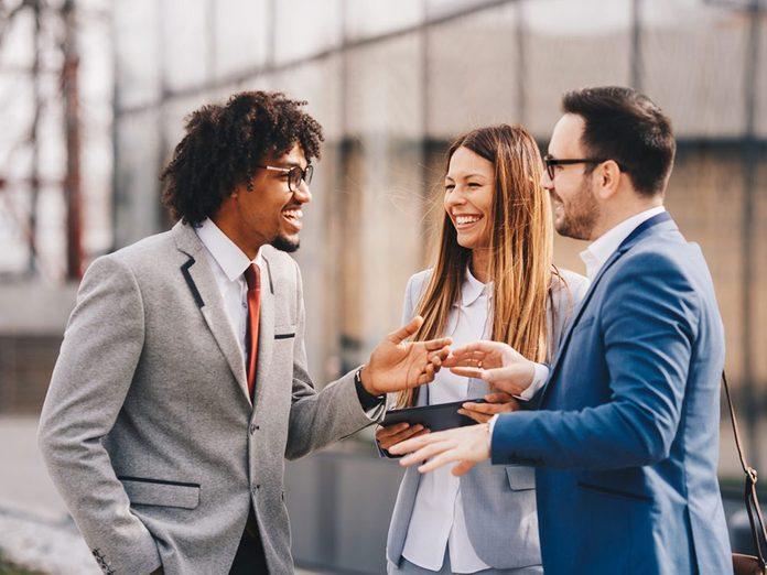 Pour capter l'attention et engager la conversation, évoquez un intérêt commun.