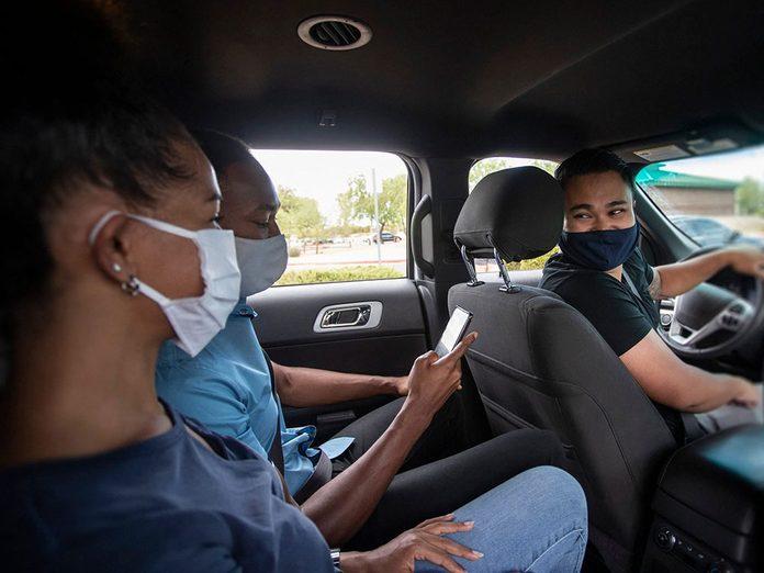Pour capter l'attention et engager la conversation, demandez-leur de partager votre taxi.