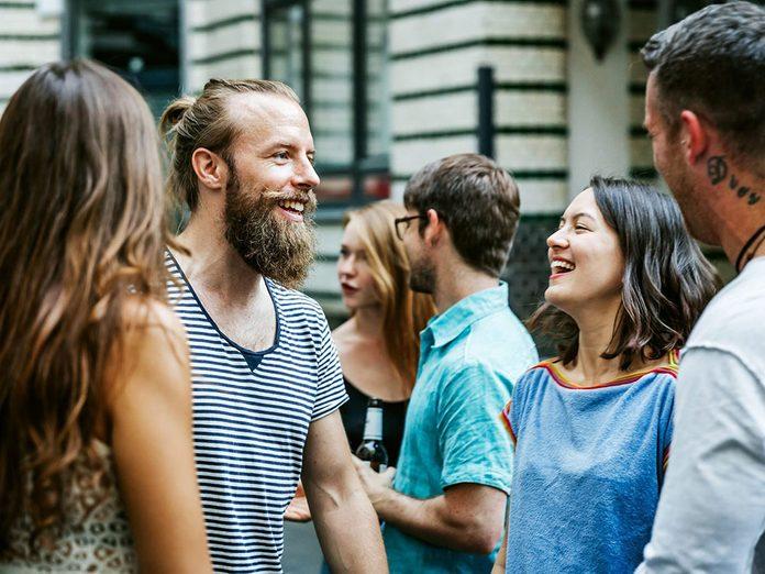 Pour capter l'attention et engager la conversation, soyez un as de la culture populaire!