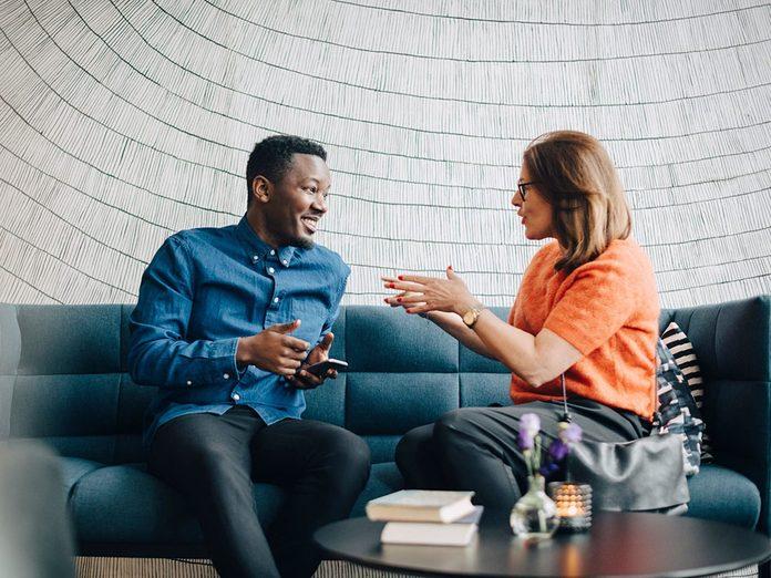 Pour capter l'attention et engager la conversation, suscitez la confidence.
