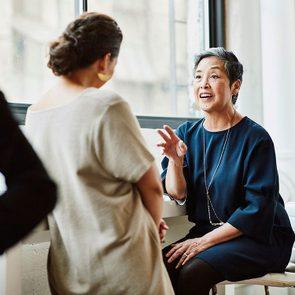 Pour capter l'attention et engager la conversation, dites-le avec un sourire.