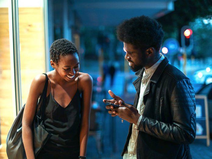 Pour capter l'attention et engager la conversation, jouez la carte de l'autodépréciation.