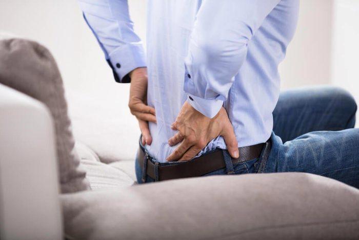 Symptôme d'une hernie discale : la douleur s'aggrave quand vous êtes couché.