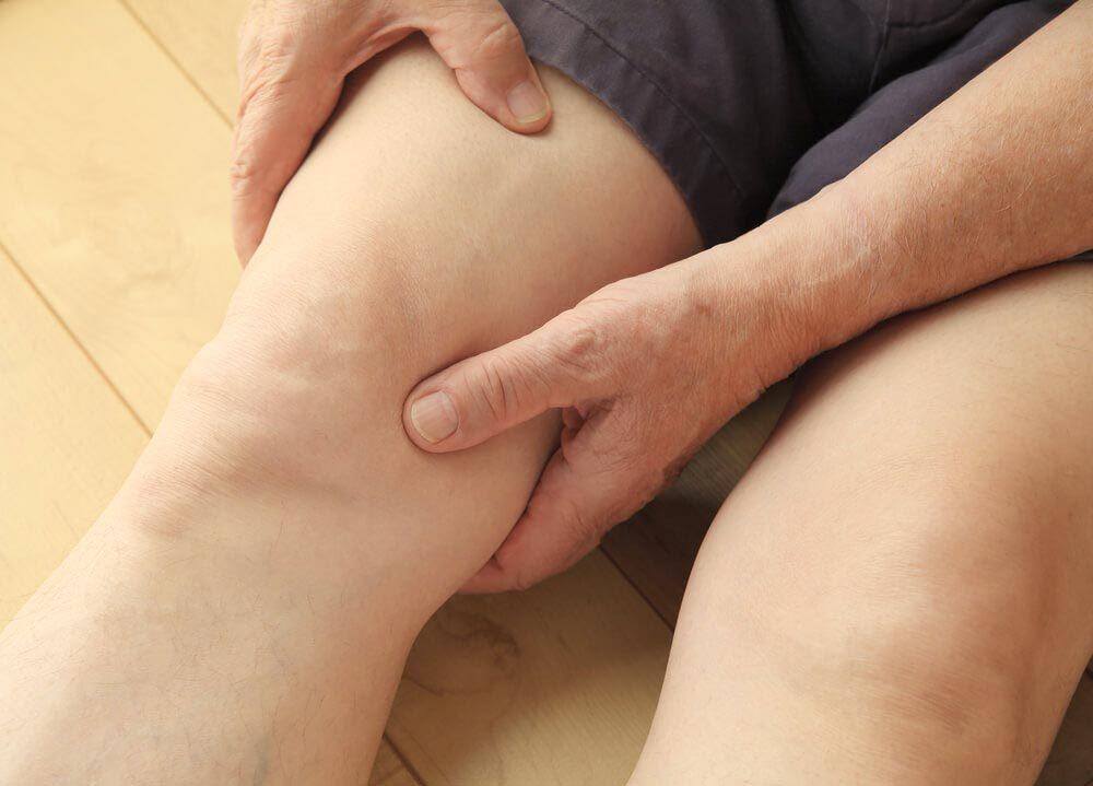 Symptôme d'une hernie discale : faiblesse dans les jambes.