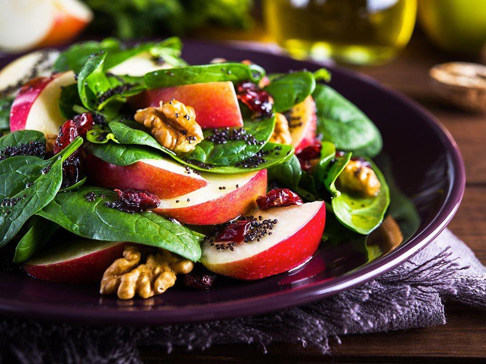Mauvaises habitudes : trop charger les salades.