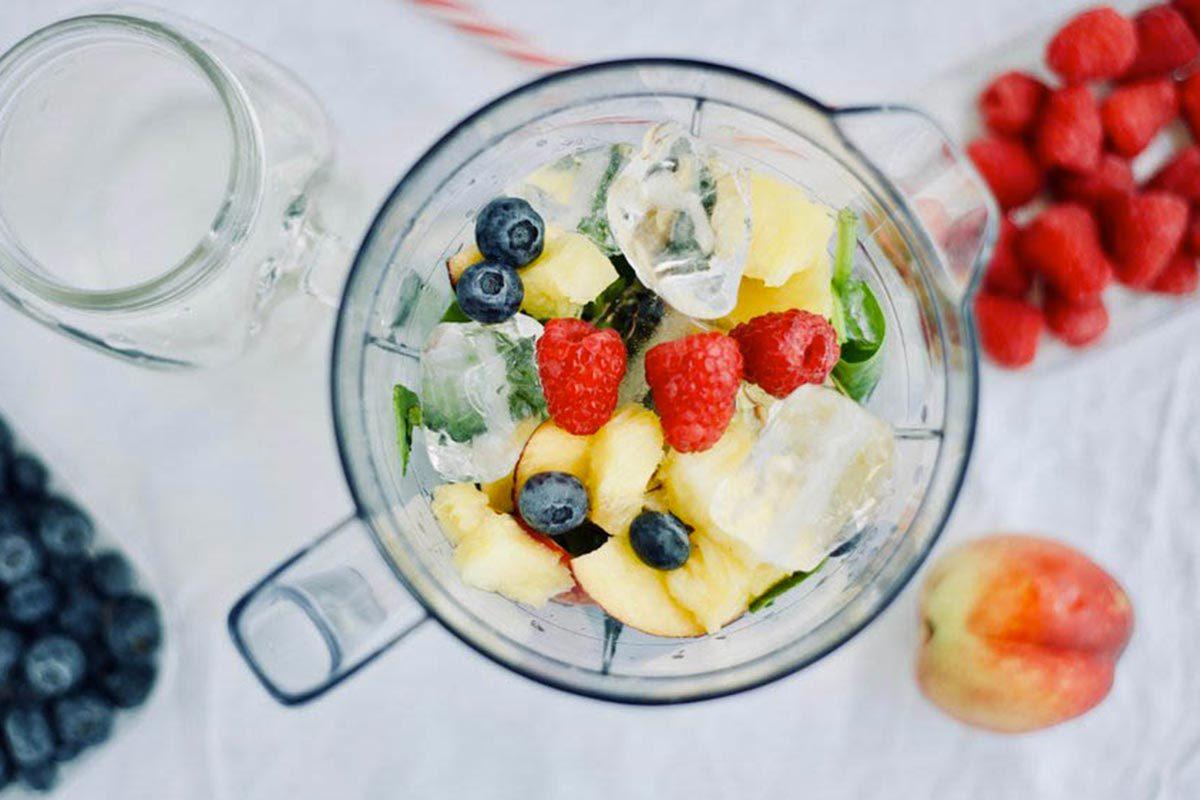 Mauvaises habitudes : tout mélanger dans un smoothie et oublier les protéines.