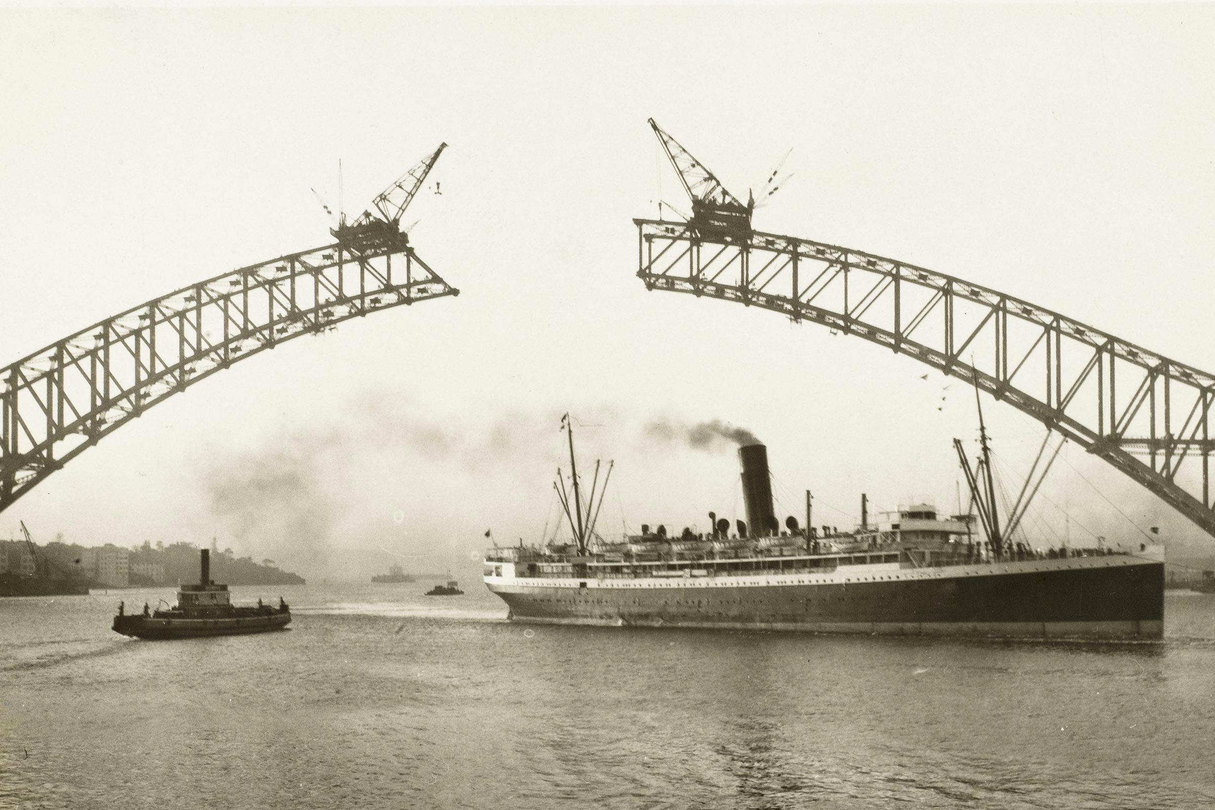 Monument célèbre : construction du Harbour Bridge de Sydney.