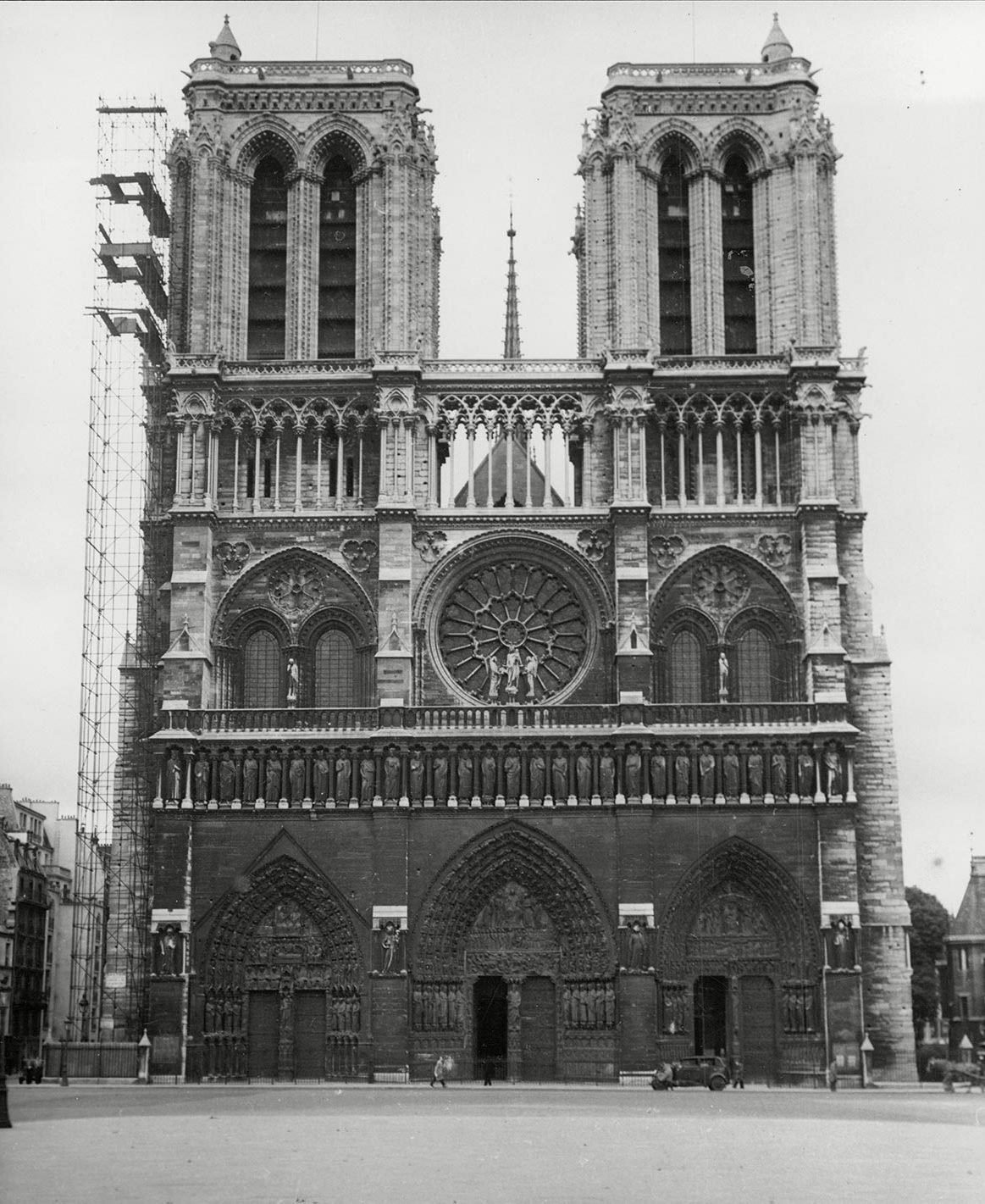Monument célèbre : construction de Notre Dame de Paris.