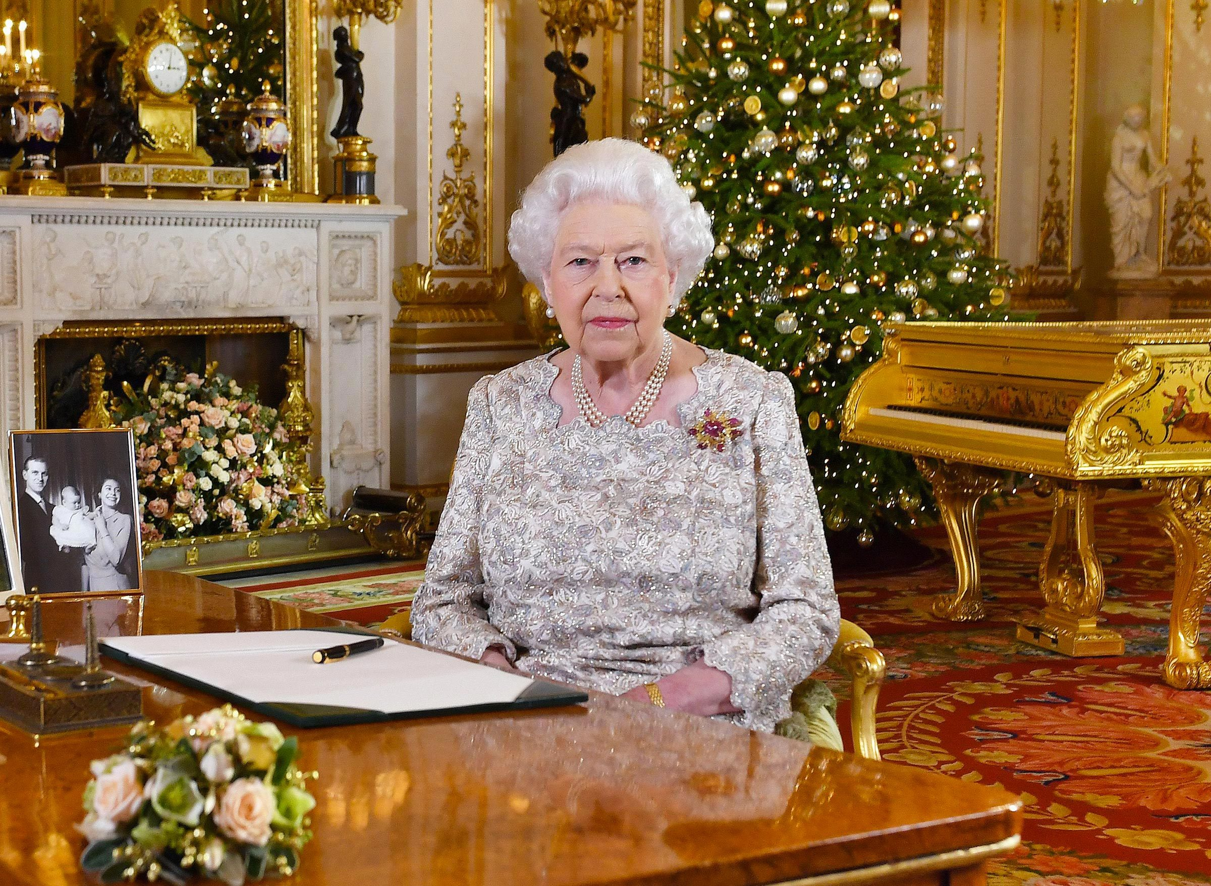 Monument célèbre qui dissimule une pièce secrète : Buckingham Palace.