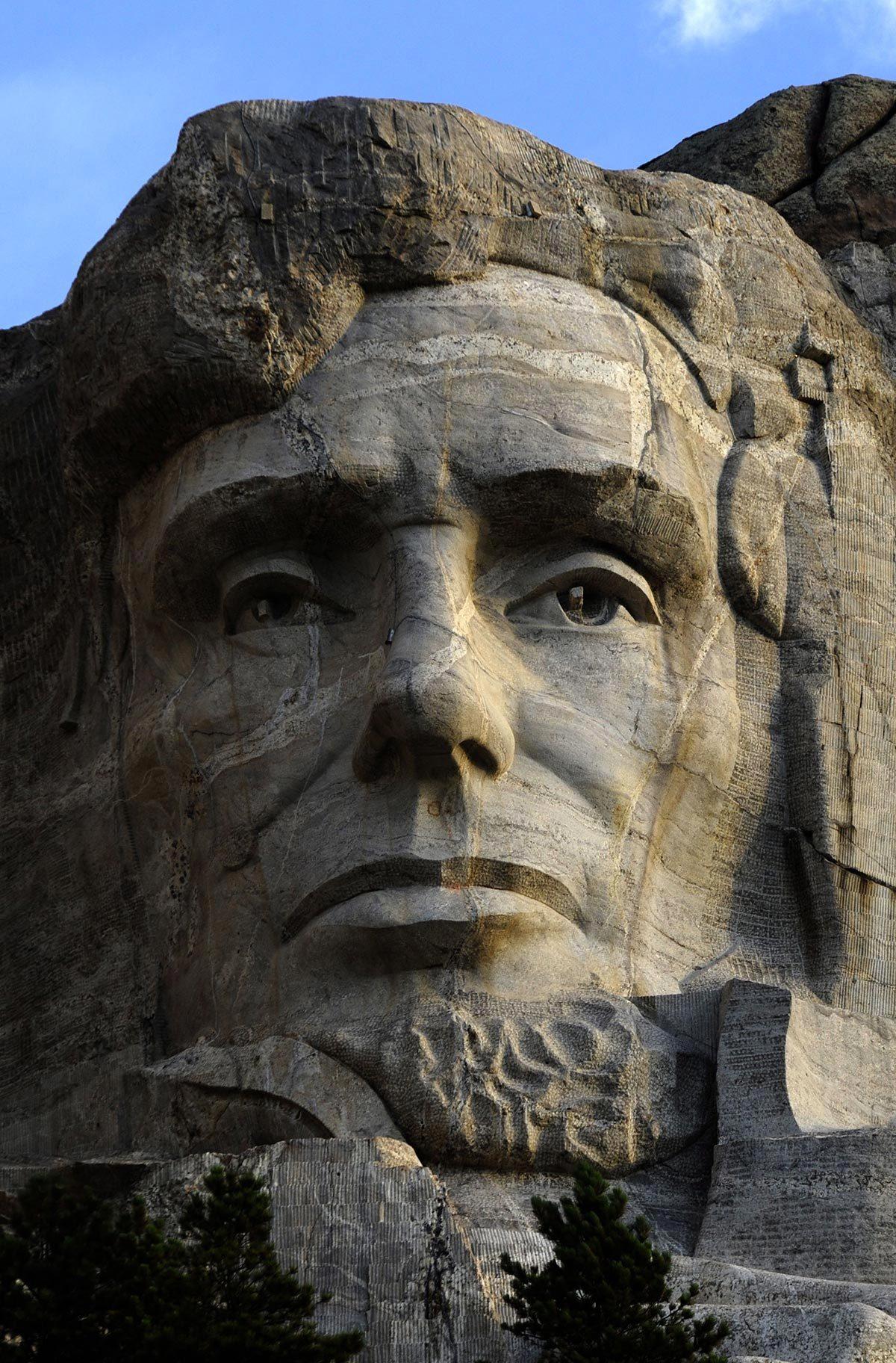 Monument célèbre qui dissimule une pièce secrète : le mont Rushmore.