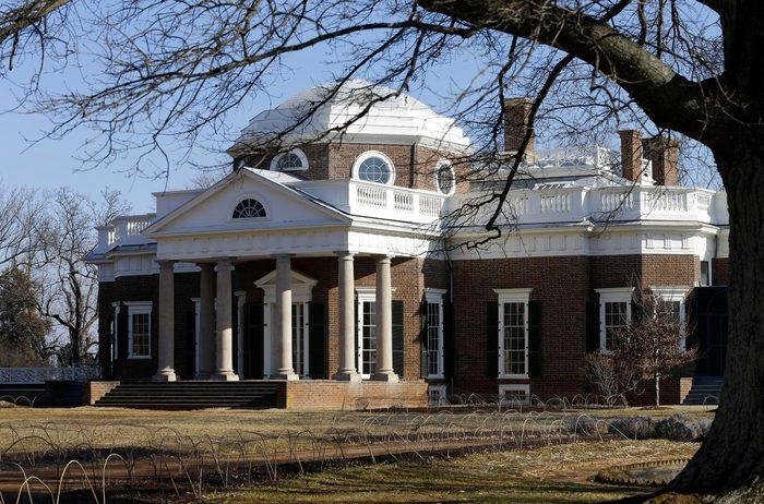 Monument célèbre qui dissimule une pièce secrète : Monticello.