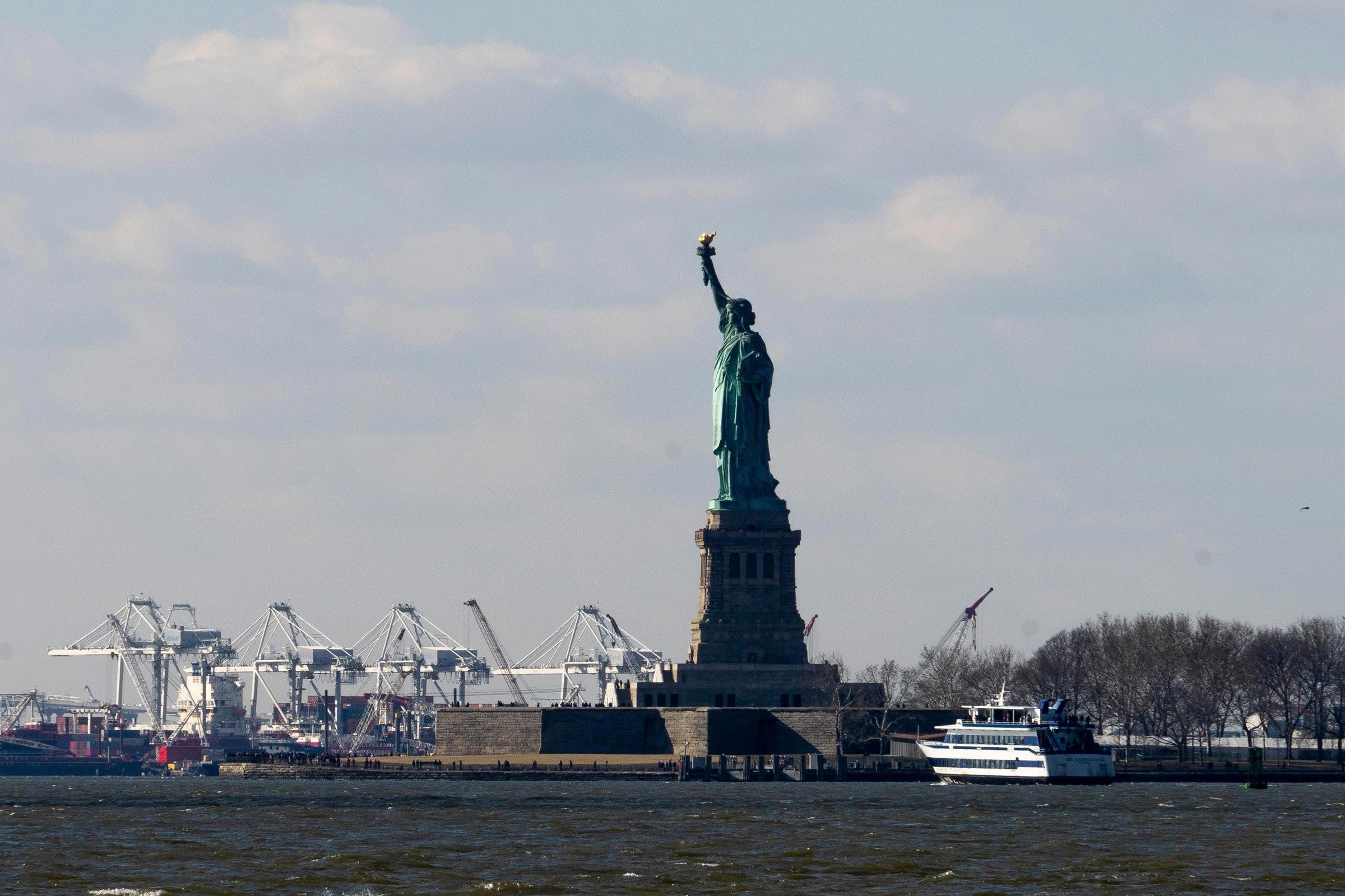 Monument célèbre qui dissimule une pièce secrète : la Statue de la Liberté.