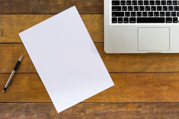 Le blanchiment du papier engendre de dangereux résidus.