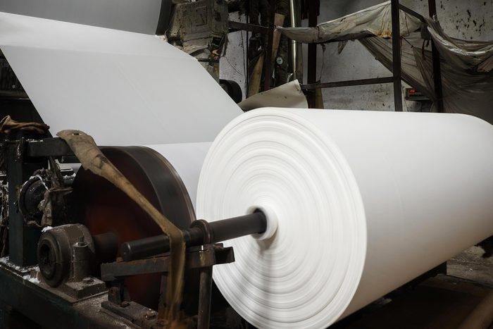 La fabrication du papier contribue à la pollution de l'eau.