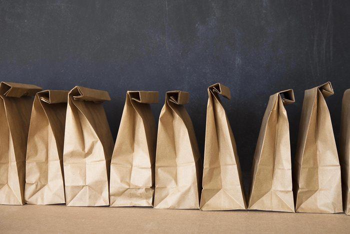 Mieux vaut apporter son lunch dans une boîte que dans un sac en papier.