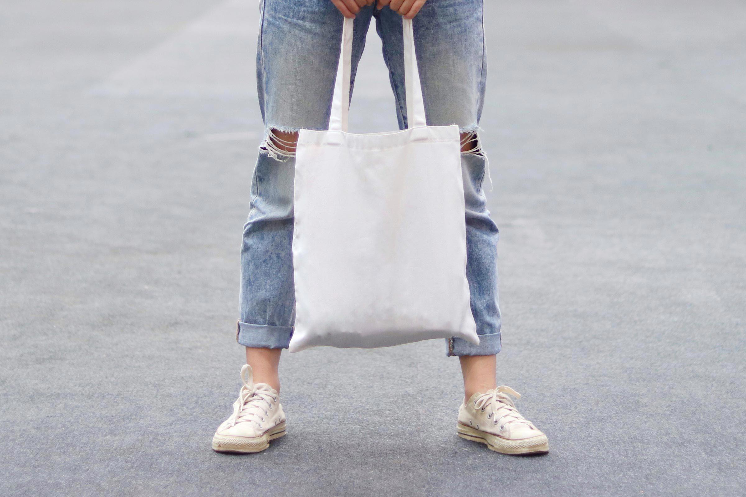 Utilisation du papier : les sacs réutilisables peuvent sauver des millions d'arbres.