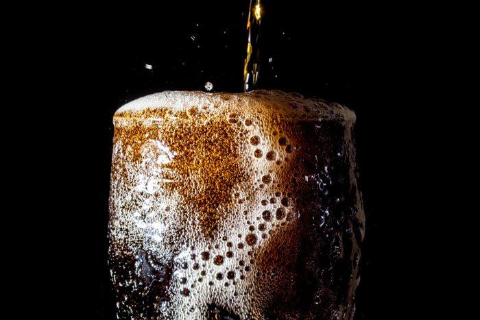 Pour perdre du poids, évitez les boissons sucrées artificiellement.