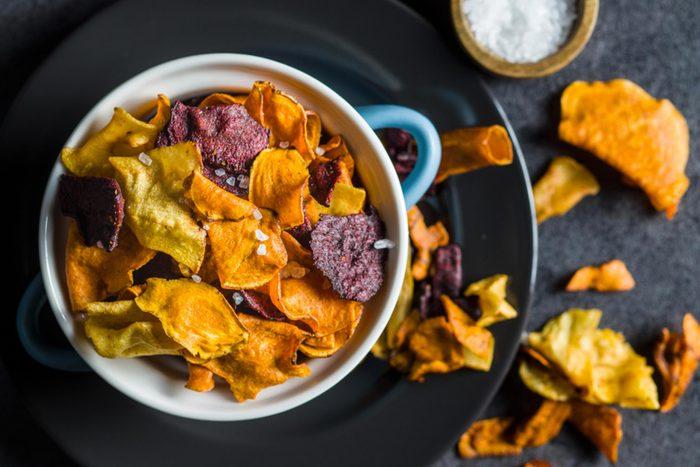 Pour perdre du poids, évitez les chips végétariennes.