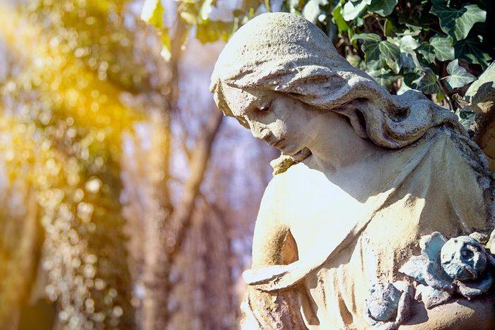 Les plus grands mystères non résolus : des statues vivantes.