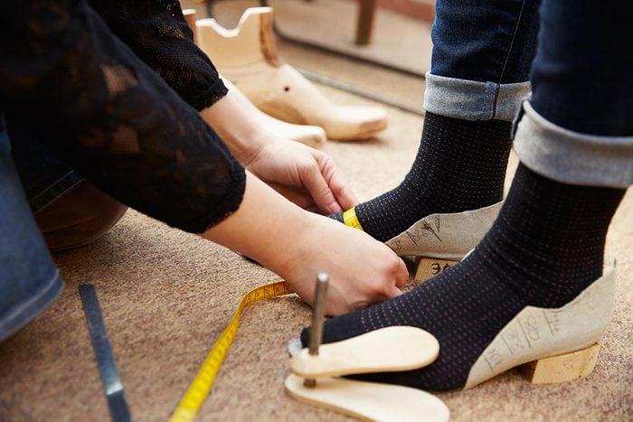 Conseils de podiatre : les pieds s'élargissent avec l'âge.