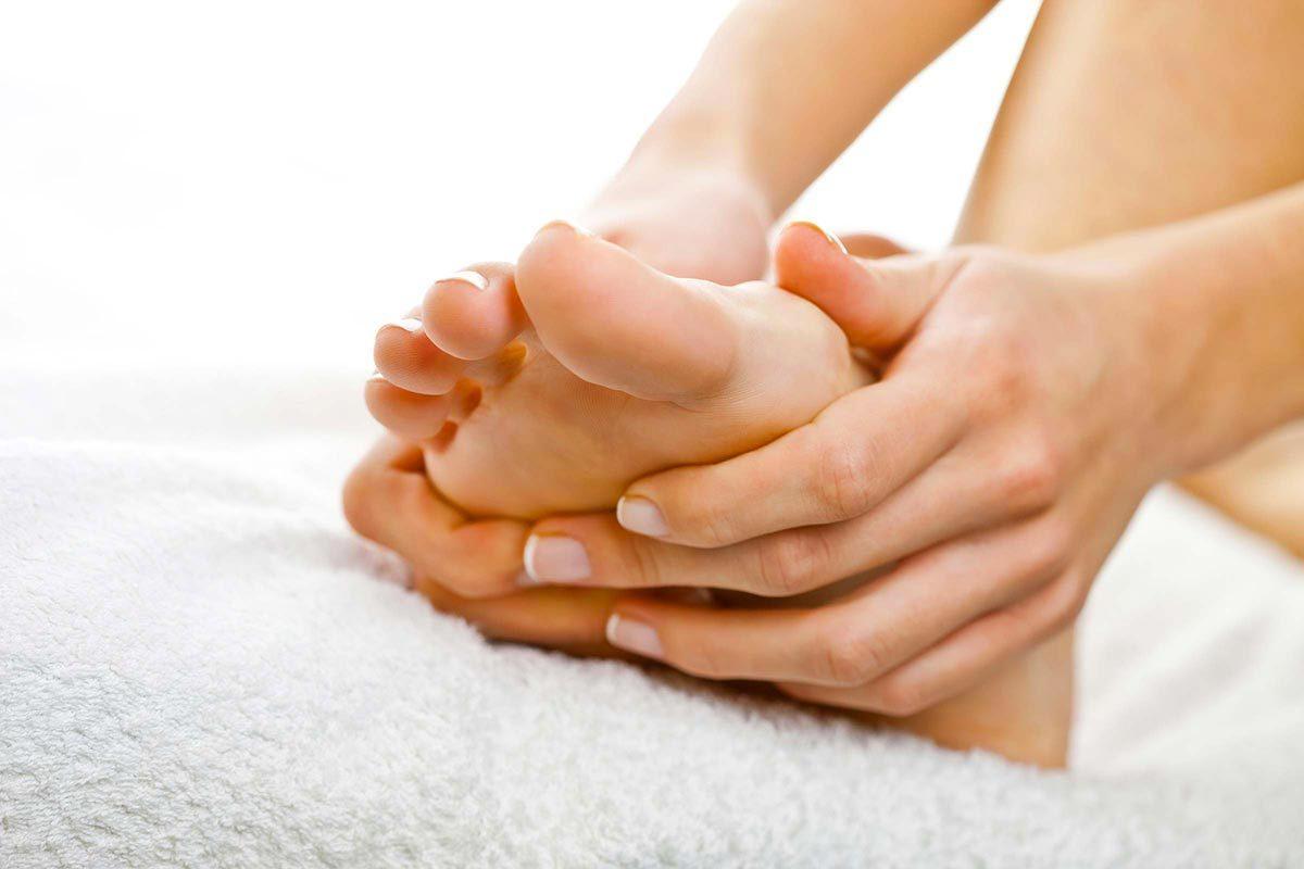 Conseils de podiatre : une personne sur quatre de plus de 45ans souffre de douleur plantaire.