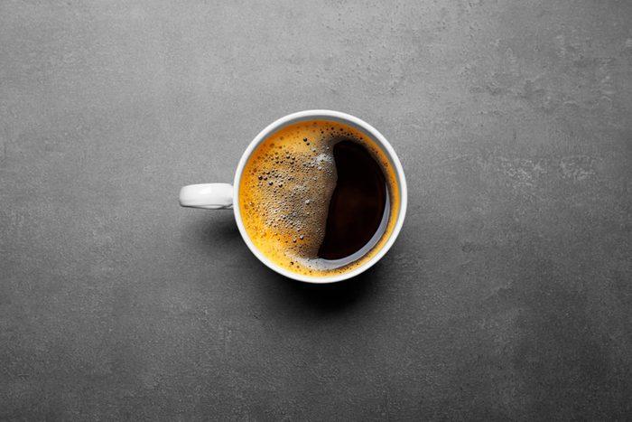 Les sueurs nocturnes peuvent être dues à la caféine.
