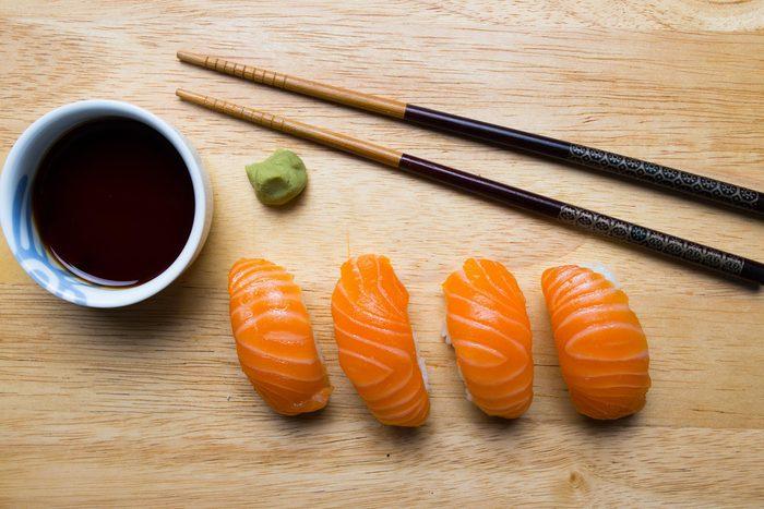 Choisissez des sushis fait avec des poissons qui contiennent peu de mercure.