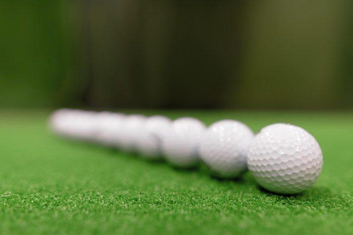 Quand ce n'est pas la pluie qui tombe du ciel, ce sont des balles de golf.