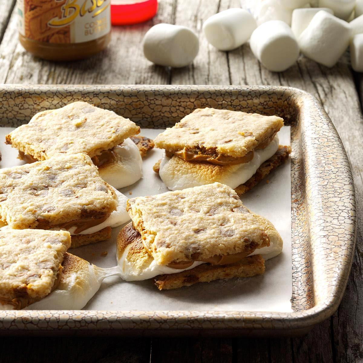 Trucs culinaires : un comptoir impeccable grâce à une plaque à biscuits.