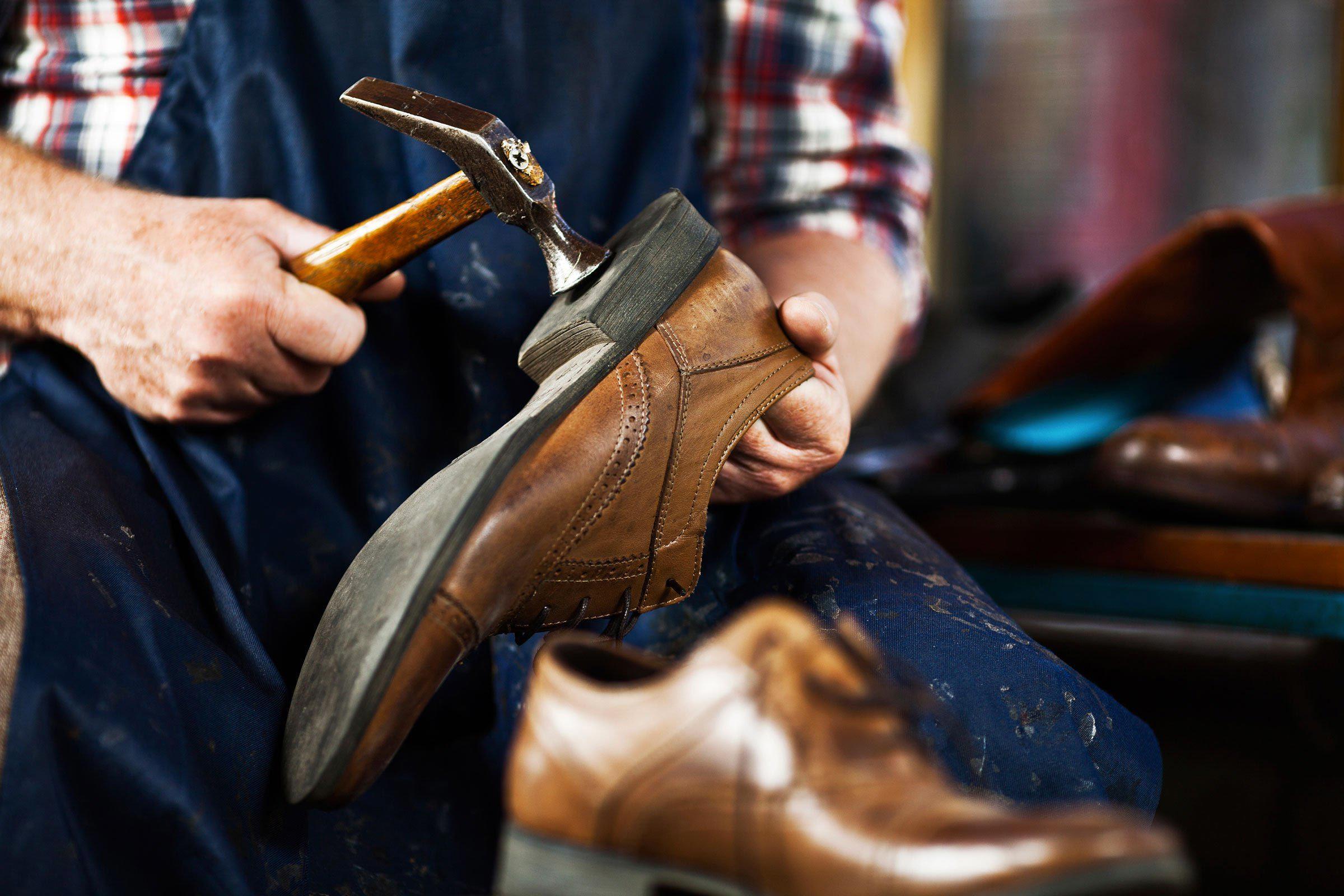 Trucs pour économiser : entretenez vos chaussures.