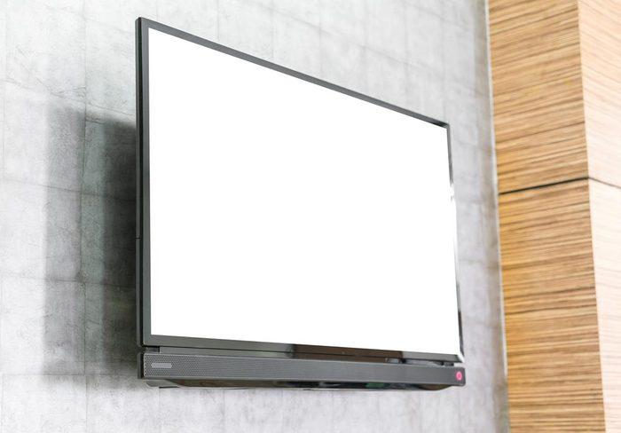 Vente de garage: n'achetez pas de téléviseur.