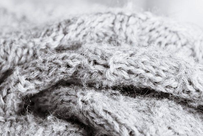 Le vinaigre est bon pour les vêtements en laine.