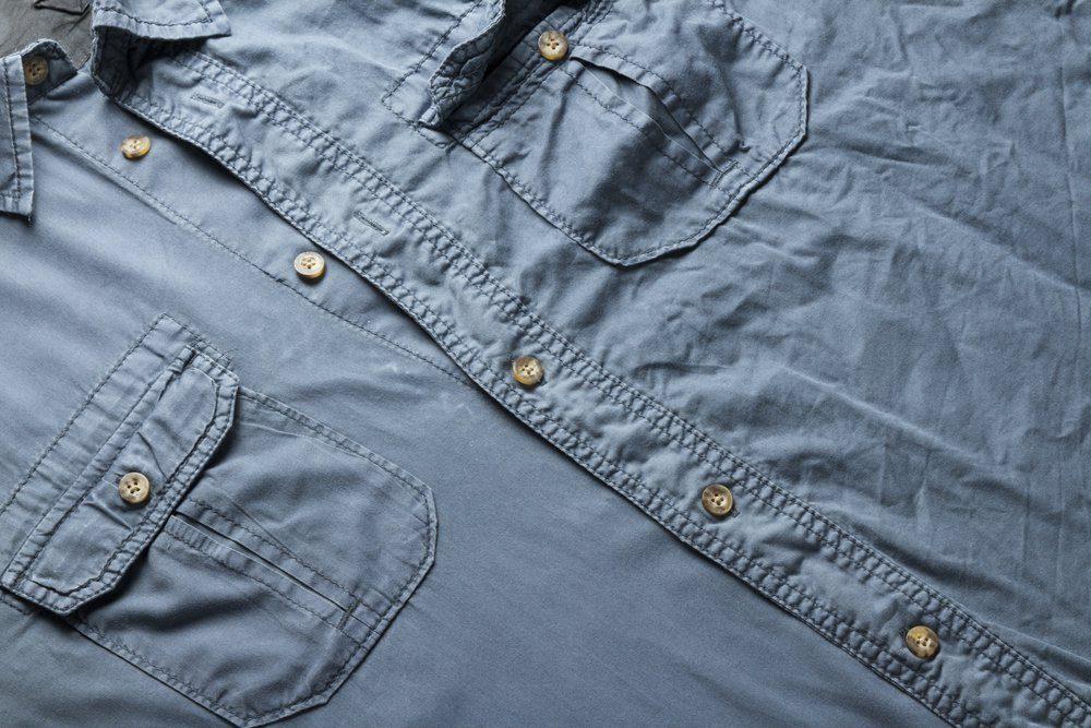 Facilitez le repassage des vêtements grâce au vinaigre blanc.