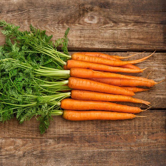 Le haut des carottes ne doit pas être considérées comme des déchets alimentaires.