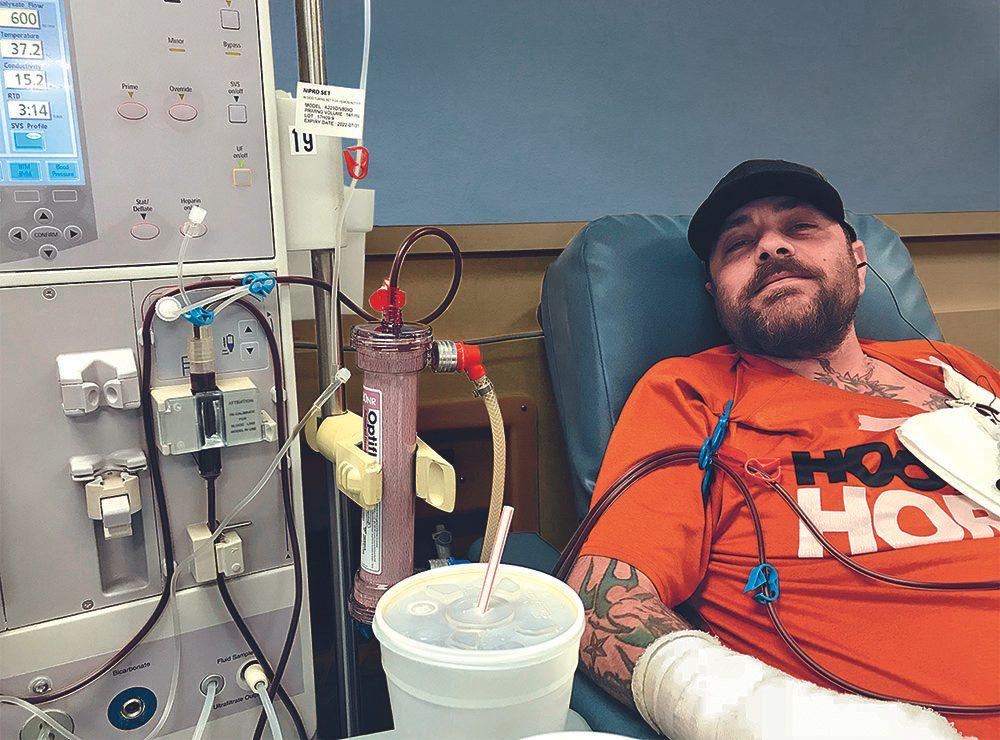 Allongé dans son lit d'hôpital, Jeremy Sutcliffe doit se rétablir lentement.