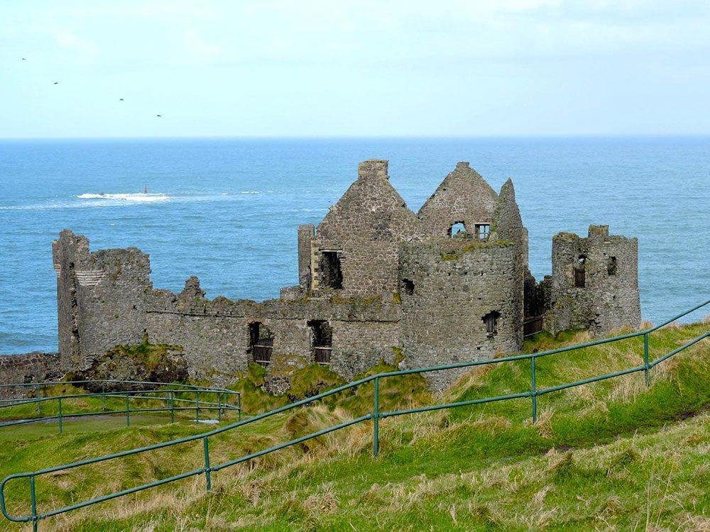 Un air du Trône de fer au château Dunluce en Irlande du Nord