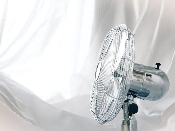 Allumer le ventilateur pour un sommeil profond.