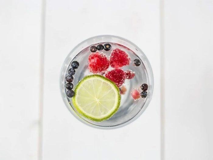 Il vaut mieux éviter de boire de l'eau avant de se coucher.