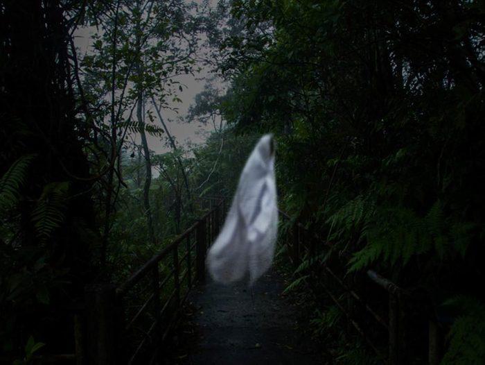Il est possible de voir des fantômes quand on frôle la mort.