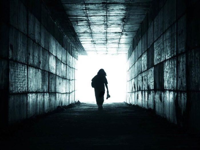 Toutes les personnes ne vivent pas une expérience de mort imminente dans le même ordre.