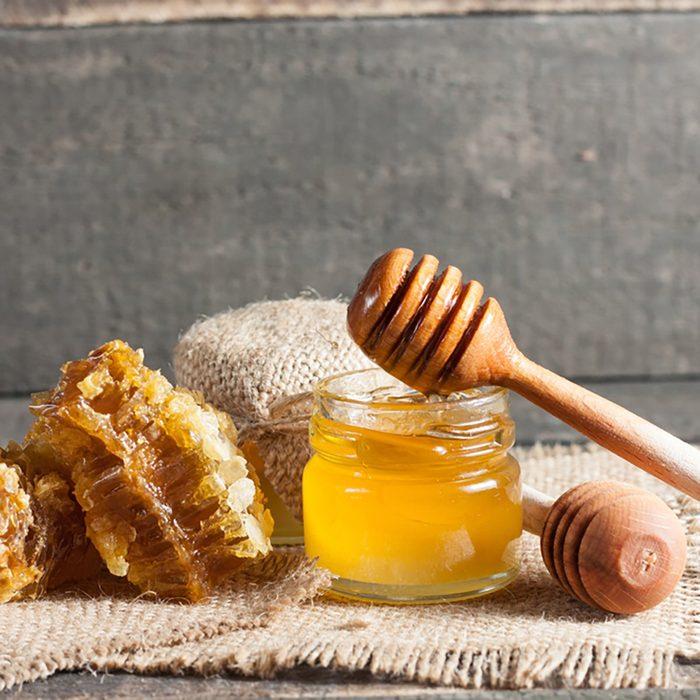 Faire décristalliser le miel au four à micro-ondes.