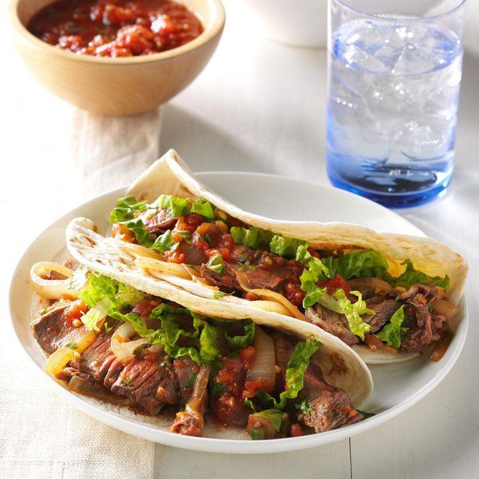 Vous pouvez durcir les coquilles de tacos au four à micro-ondes.