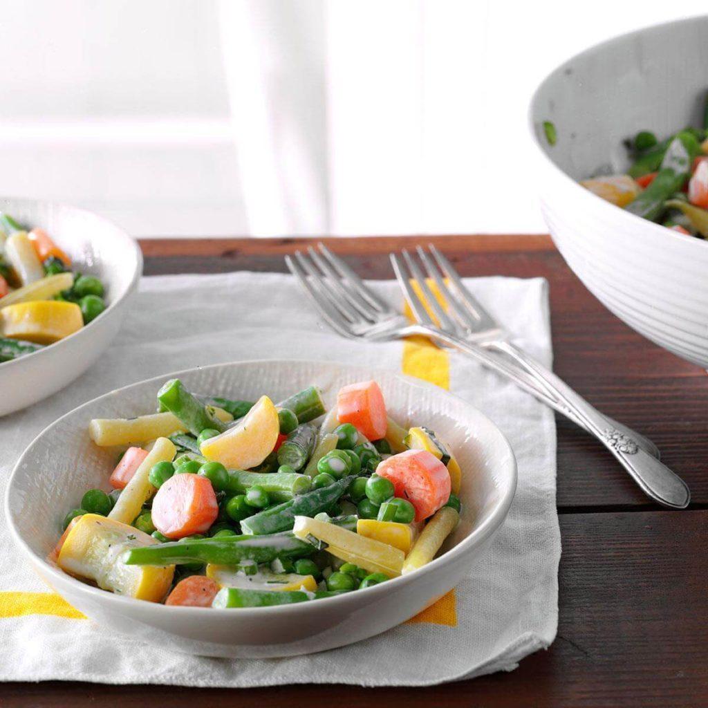 Faire cuire facilement les légumes à la vapeur avec le four à micro-ondes.