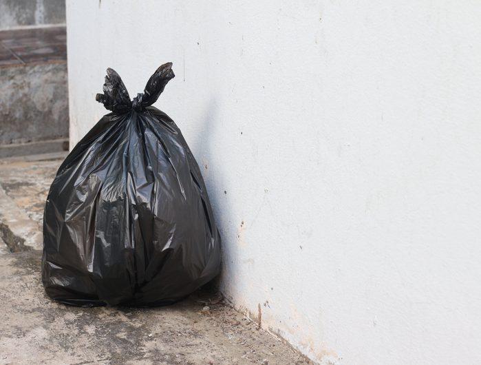 Le premier sac à ordures de plastique souple a été conçu au Canada.