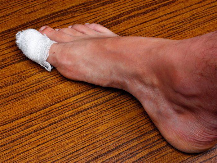 Un gros orteil douloureux doit alerter le patient.