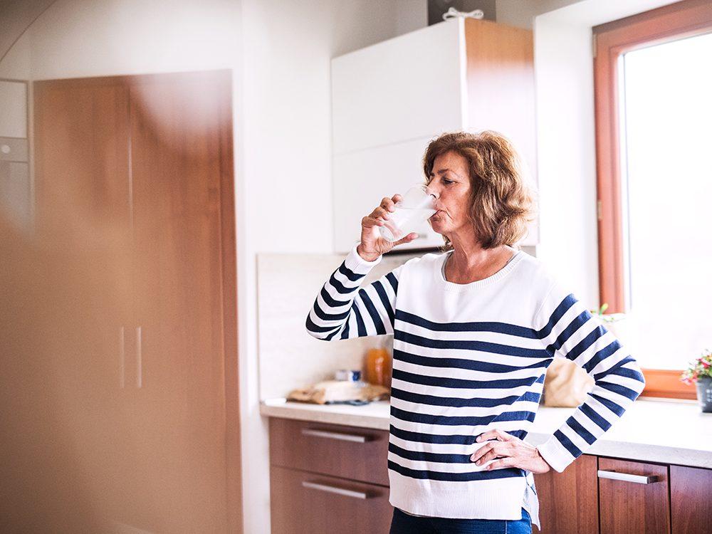 Restez hydratez pour ralentir le vieillissement.