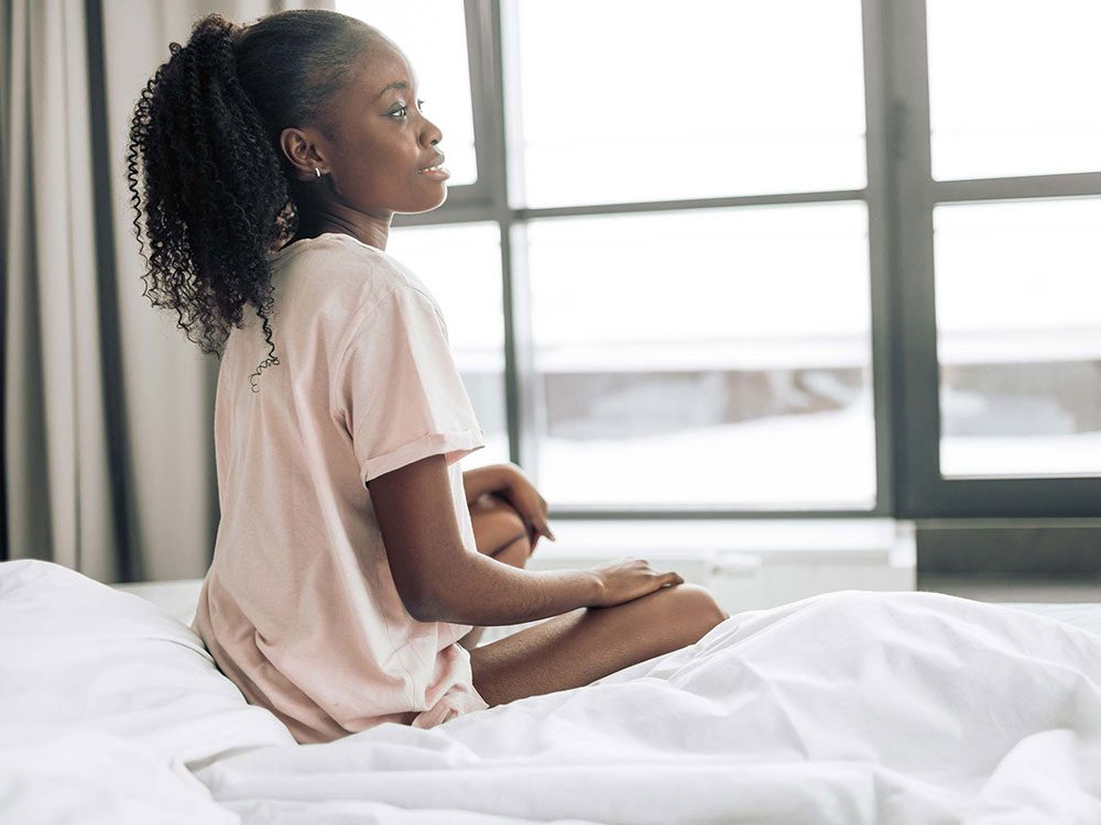 Être toujours fatigué à cause des infections chroniques.