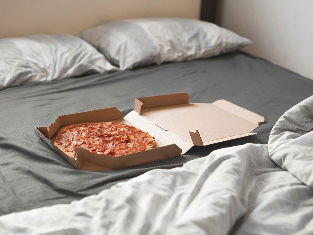 Être toujours fatigué à cause d'une intolérance alimentaire.
